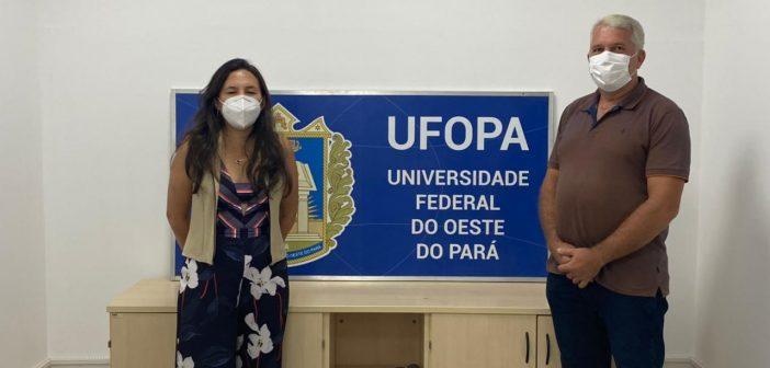 Prefeito realiza agenda com a Vice-Reitora da Universidade Federal do Oeste do Pará, em Santarém.